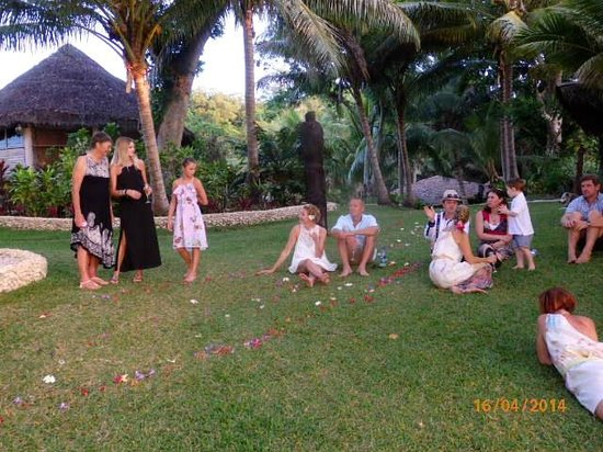 Paradise Cove Resort: Guests enjoying the beautiful grounds