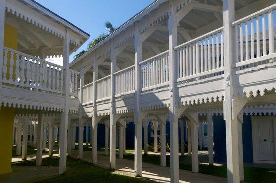 Club Med Columbus Isle : Estilo de los edificios