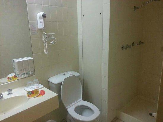 Quality Hotel Ambassador Perth: Room