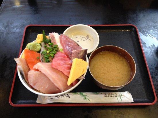 Shiretokoshokudo: おまかせ海鮮丼ランチ
