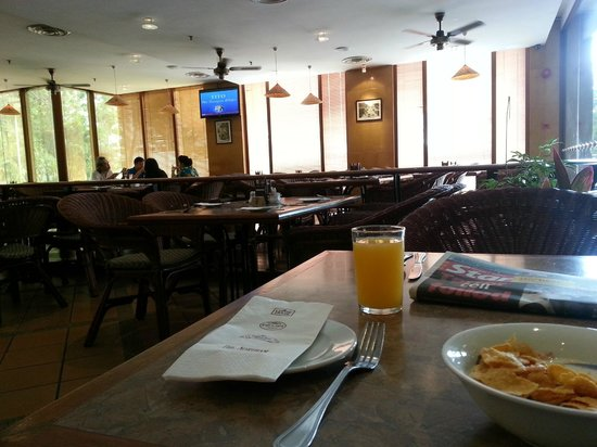 The Northam All Suite Penang: breakfast in looby cafe