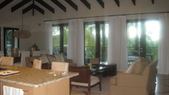 The St. Regis Bahia Beach Resort, Puerto Rico : Dinning/living room / balcony