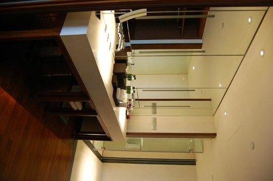 Hansar Bangkok Hotel : Bathroom