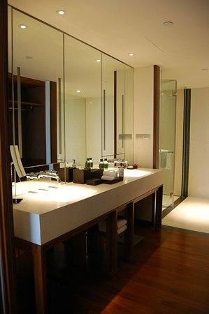 Hansar Bangkok Hotel: Bathroom