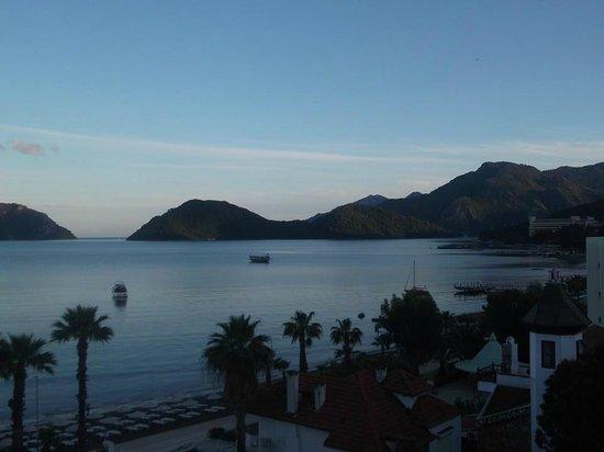 Golden Rock Beach Hotel: Evening view