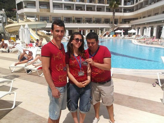 Golden Rock Beach Hotel: Entertainment team, Jack, Marry & Sonic