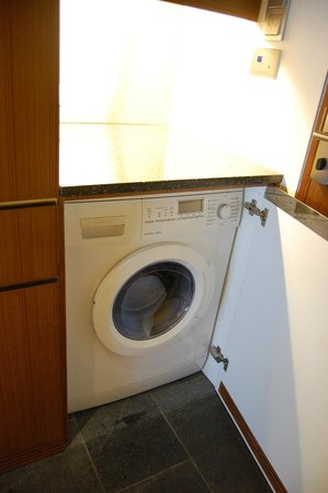 Hansar Bangkok Hotel: Washer/Dryer