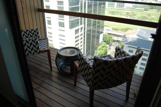 Hansar Bangkok Hotel: Balcony