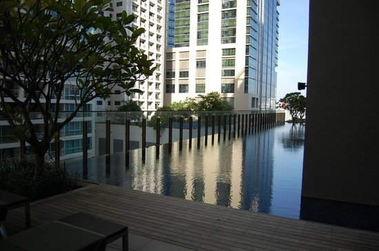 Hansar Bangkok Hotel: Lap Pool