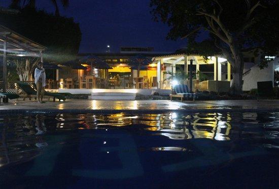 Hotel Fiesta piscina in notturna