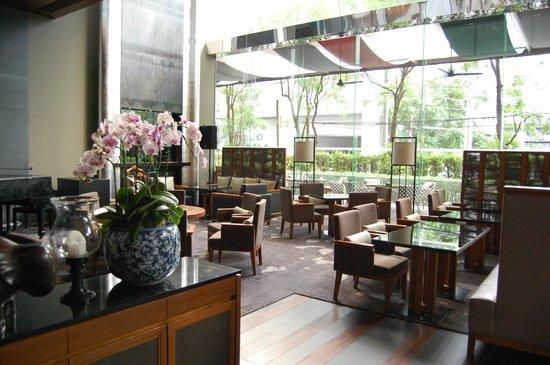Hansar Bangkok Hotel: Dining area
