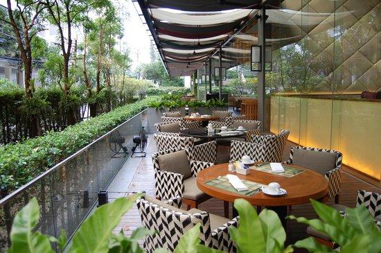 Hansar Bangkok Hotel: Breakfast on the terrace
