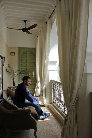 palacio de las especias: Balcón a patio del riad