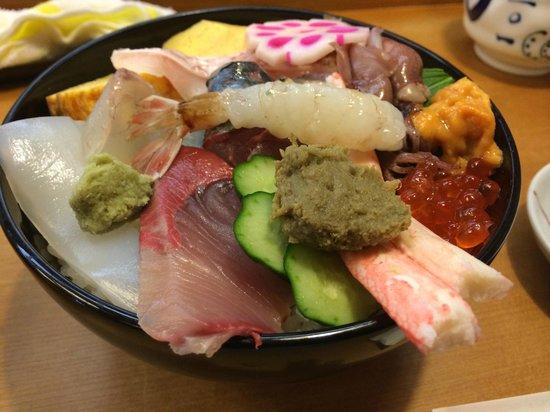 Morning Market in Wajima: すけ寿司さんの能登丼