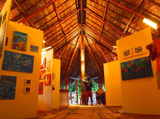 Leleuvia Island Resort: Waisiliva Art Exhibition
