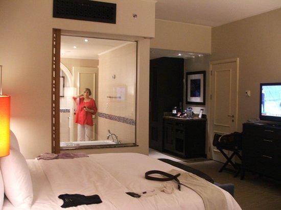 Movenpick Ibn Battuta Gate Hotel Dubai: view from window across to bathroom