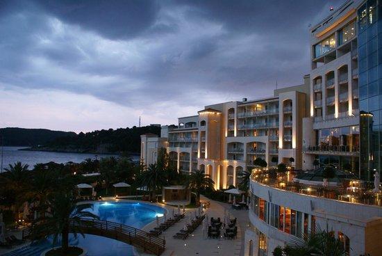 Hotel Splendid Conference & Spa Resort: вечером