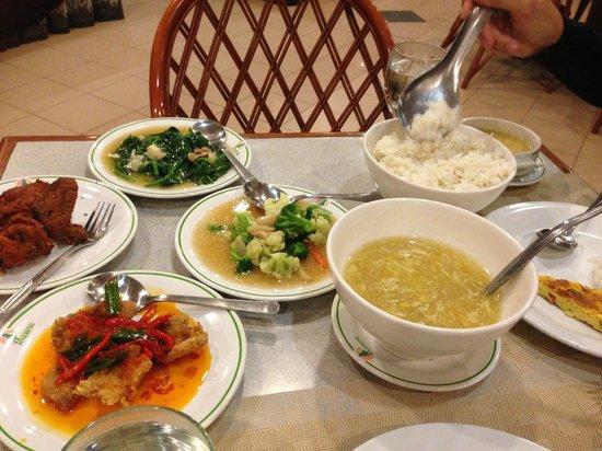 Sinabung Resort Hotel: Dinner :D