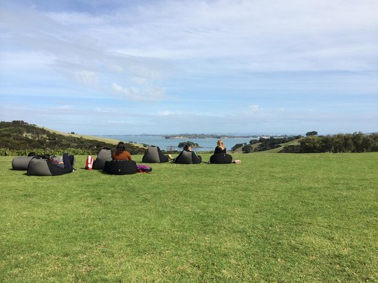 Cable Bay Vineyards Winery and Restaurant: Bean bag view at Cable Bay