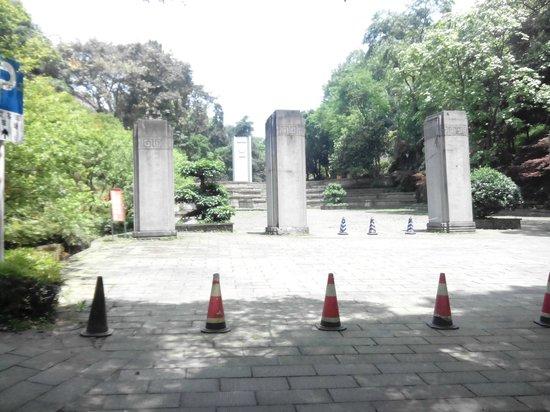 Chiang Kai-shek's Residence: The liberation monument