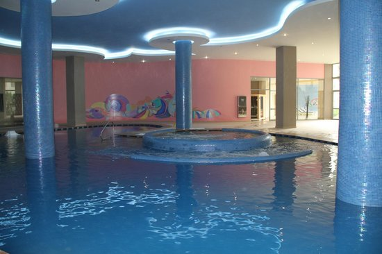 Atrium Platinum Hotel: Swimming pool