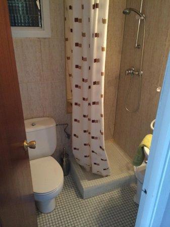 Hostal Orsi: Einfaches aber sauberes Bad