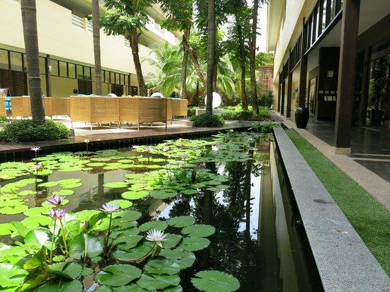 Holiday Inn Resort Phuket: By the pool