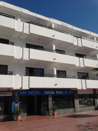 Aparthotel Udalla Park: façade sur rue