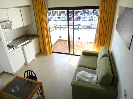 Aparthotel Udalla Park: partie cuisine et balcon