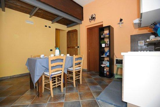 B&B Le Scalette: Sala colazioni /cucina