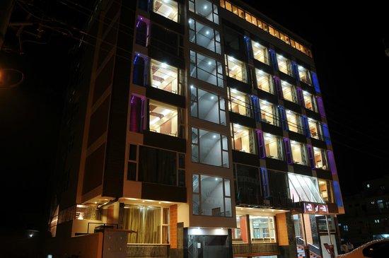 Hotel SRT Alpines: Night view