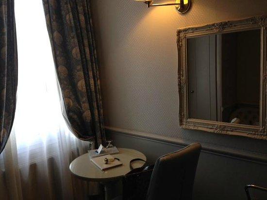 Hotel du Champ de Mars : Quarto