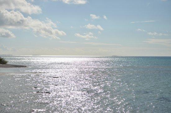 Hakamanu Lodge: reflet du soleil sur le lagon