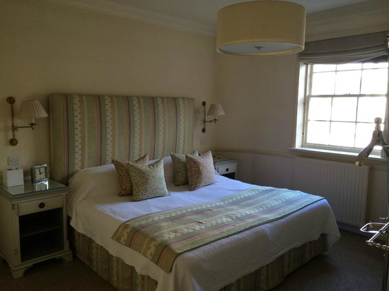 Durrants Hotel: bedroom