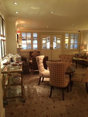 Durrants Hotel: living room