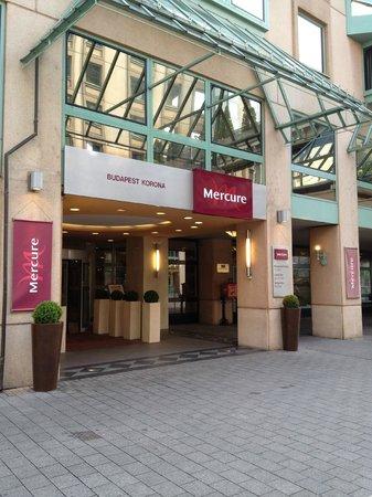 Mercure Budapest Korona Hotel: Entrée.