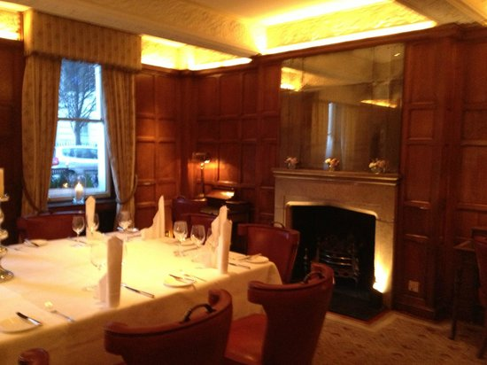 Durrants Hotel: dining room