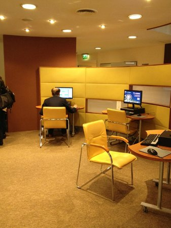 Mercure Budapest Korona Hotel : Salle Internet.