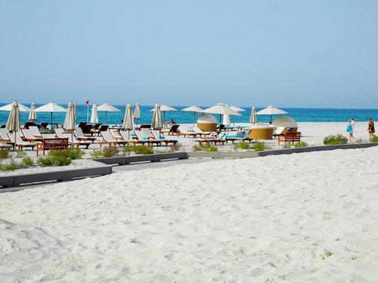The St. Regis Saadiyat Island Resort: Strandbereich