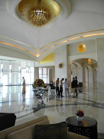 The St. Regis Saadiyat Island Resort : Hotellobby