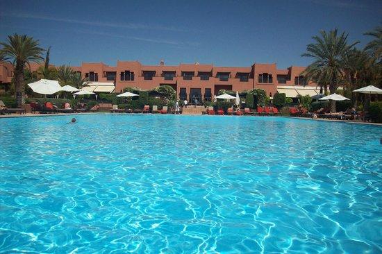 SENTIDO Kenzi Menara Palace : Vue piscine