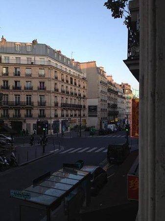 Hotel des Belges: vista de la habitacion.