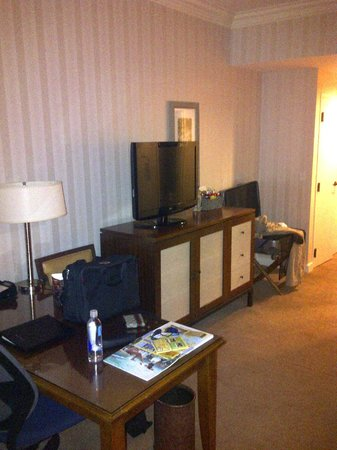 Loews New Orleans Hotel : TV+Mini Bar (closet to the right)