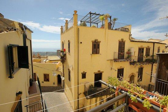 B&B Le Scalette: Vista balcone Camera matrimoniale uso tripla