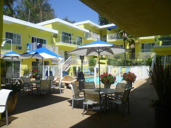 Magic Castle Hotel : Pool area