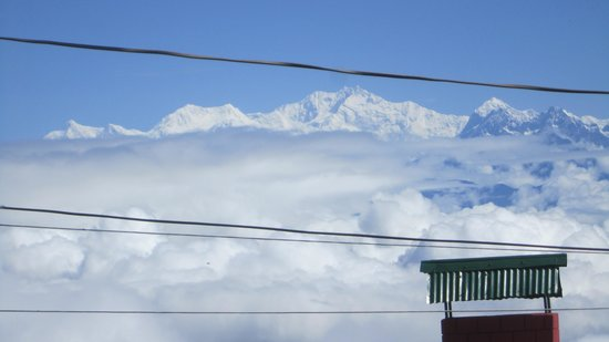 The Retreat: Kanchenjunga view from terrace