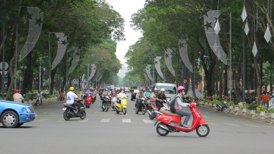 Hotel Nikko Saigon: Busy Saigon