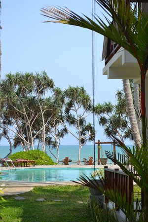 Good Karma Hotel : View to the pool