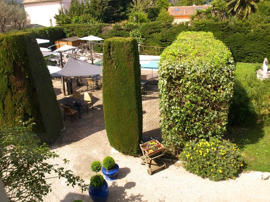 Logis Hotel des Cayrons : Our garden