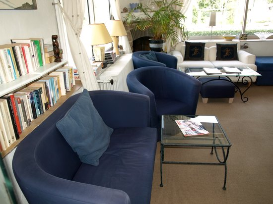 Logis Hotel des Cayrons : Guest Lounge